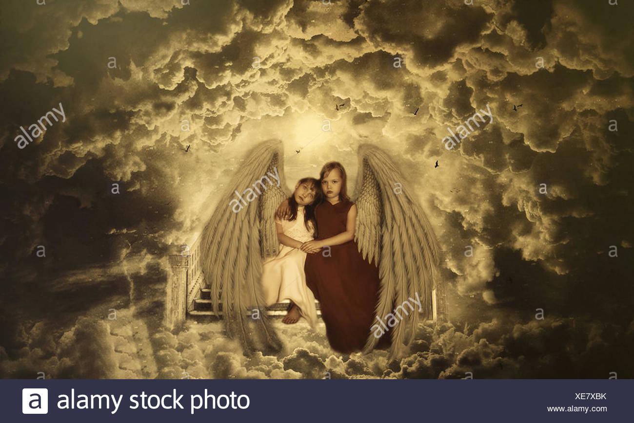 Little angels sitting on steps to heaven - Stock Image