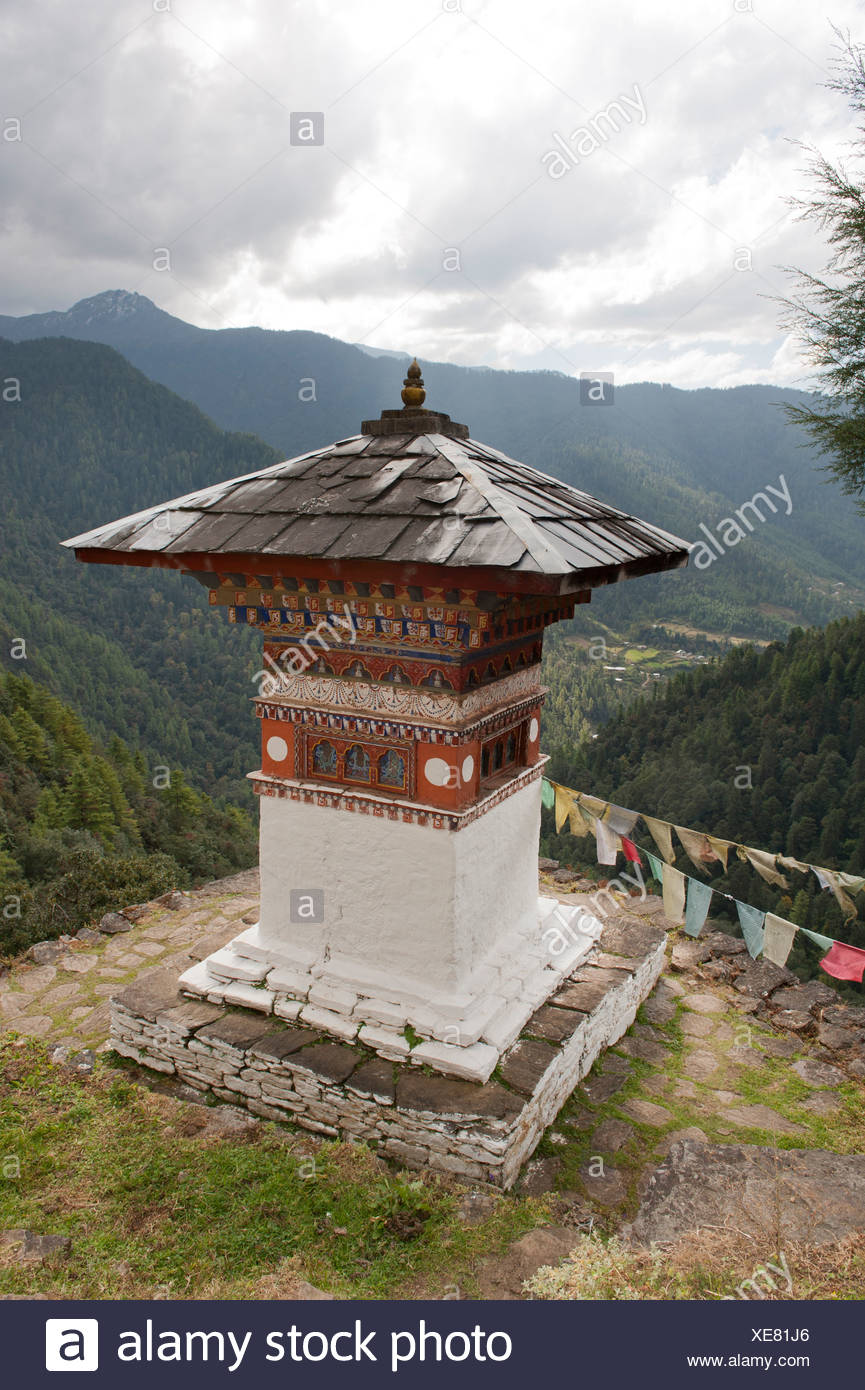 Tibetan Buddhism, chorten, view of wooded mountains, Tango Goemba Monastery near Thimphu, the Himalayas, Kingdom of Bhutan - Stock Image