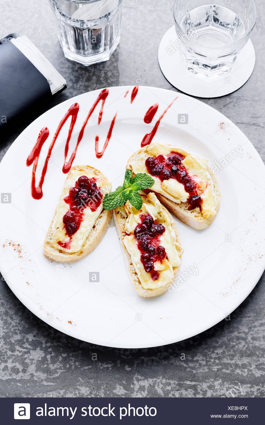 Bruschetta with brie cheese and cranberries - Stock Image