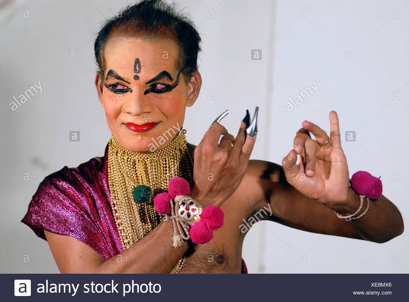 Female Kathakali role Minukku, acted by a man, Kathakali dance theatre, Kochi, Kerala, South India, India, Asia - Stock Image