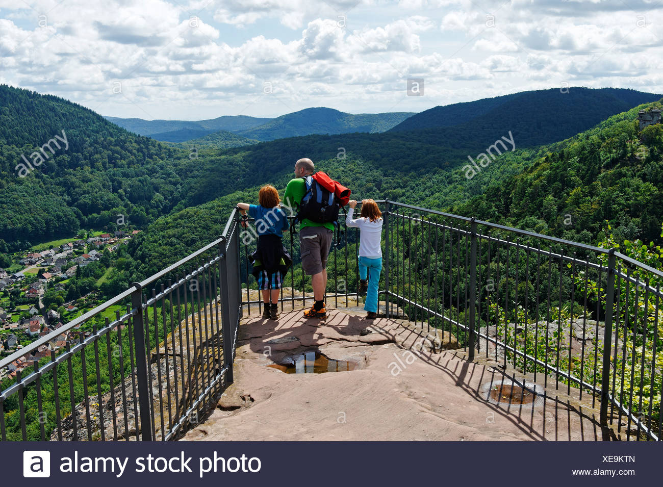 Family on the lookout of Burg Trifels Castle near Annweiler am Trifels, German Wine Route, Rhineland-Palatinate, Germany, Europe - Stock Image