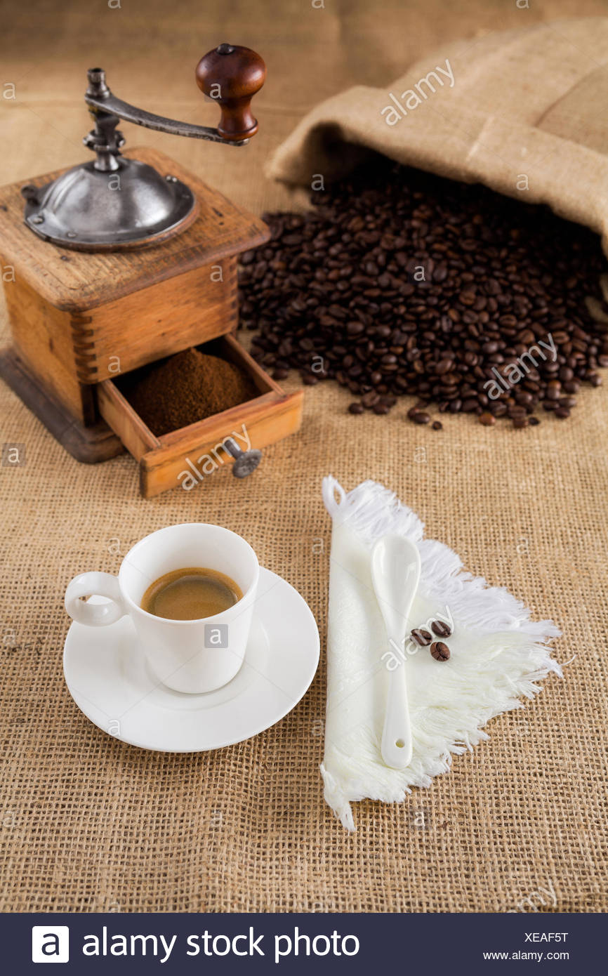 Coffee with mill and beans on jute - Stock Image