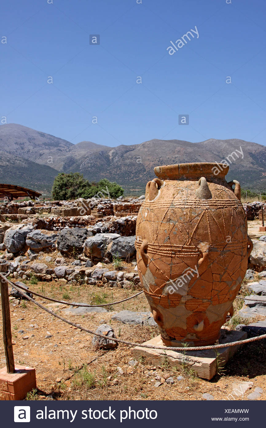 Clay jugs and jars, Malia Palace, Minoan excavations, archaeological excavation site, Heraklion, Crete, Greece, Europe Stock Photo