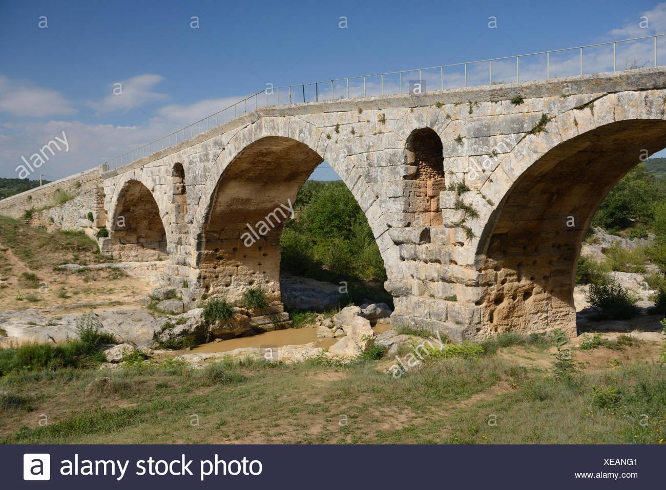 Europe, France, Provence, Pont Julien, roman, bridge, river - Stock Image