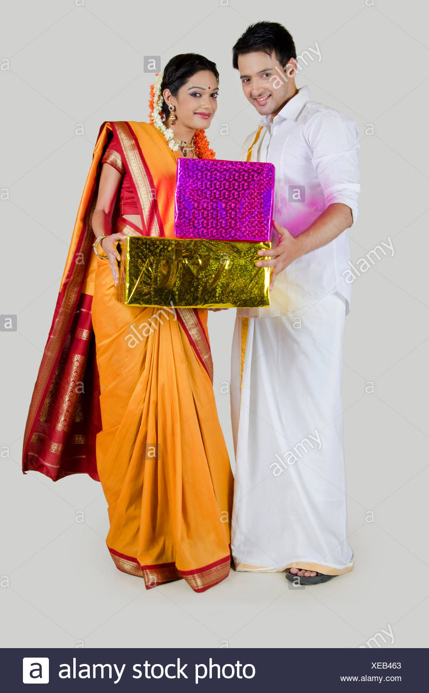 ab85702e35 Indian Couple With Gifts Stock Photos & Indian Couple With Gifts ...