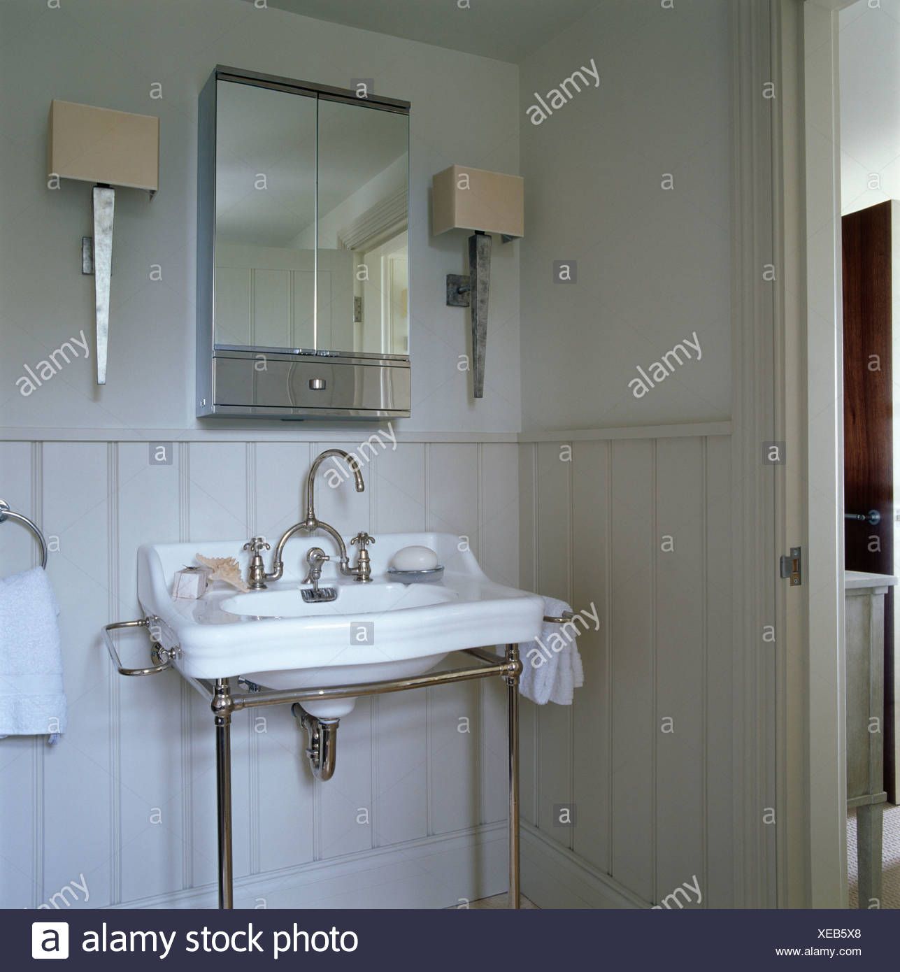 new style b31ba 96b0c Small mirrored cabinet above white basin in pale gray ...