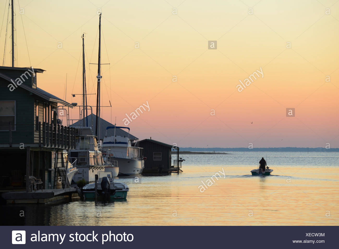 USA, Florida, Franklin County, Apalachicola, dock and boats along the river, - Stock Image