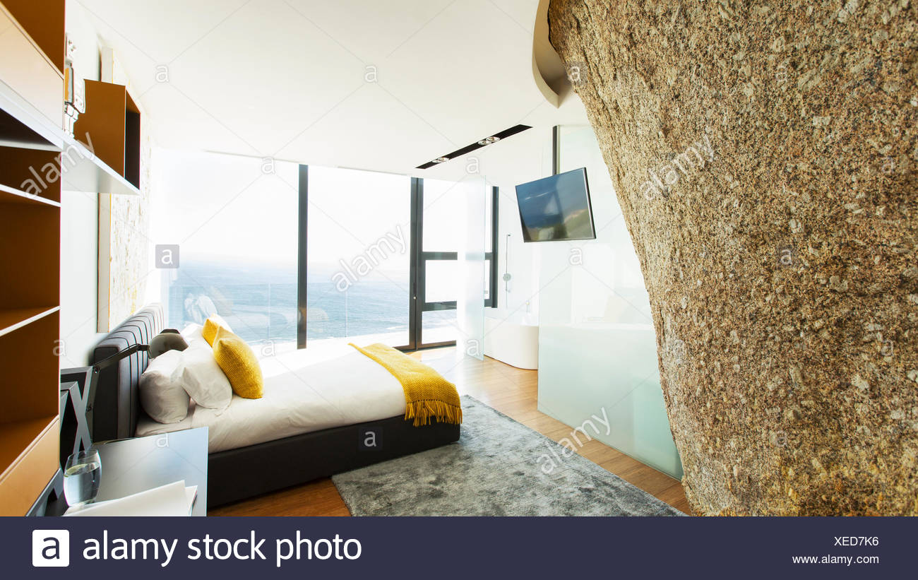 Rock feature in modern bedroom - Stock Image