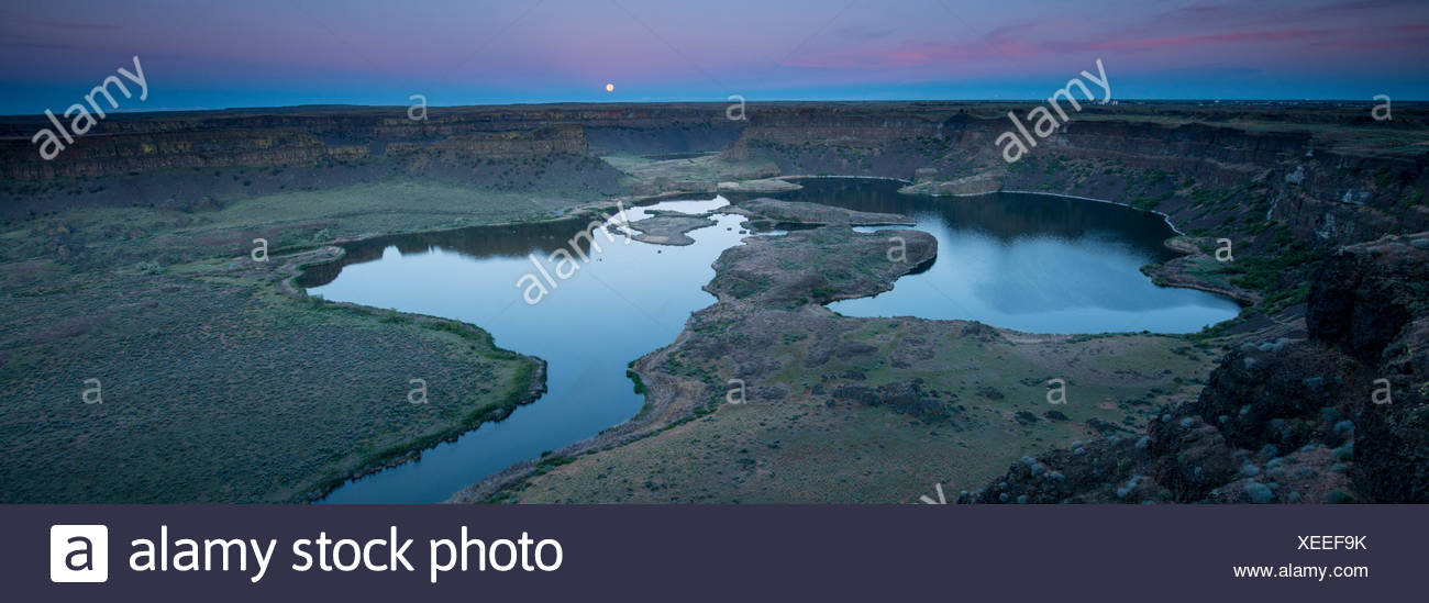 Moonrise at Lower Grand Coulee in Sun Lakes State Park. - Stock Image
