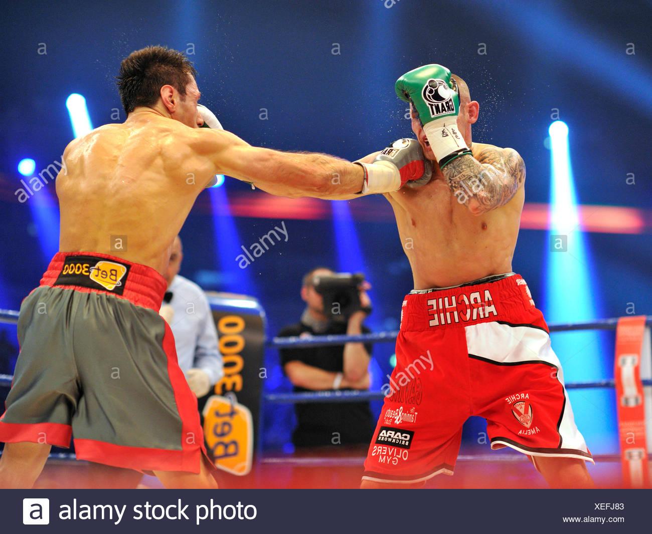 Felix Sturm, GER, vs. Martin Murray, GBR, SAP Arena, Mannheim, Baden-Wuerttemberg - Stock Image