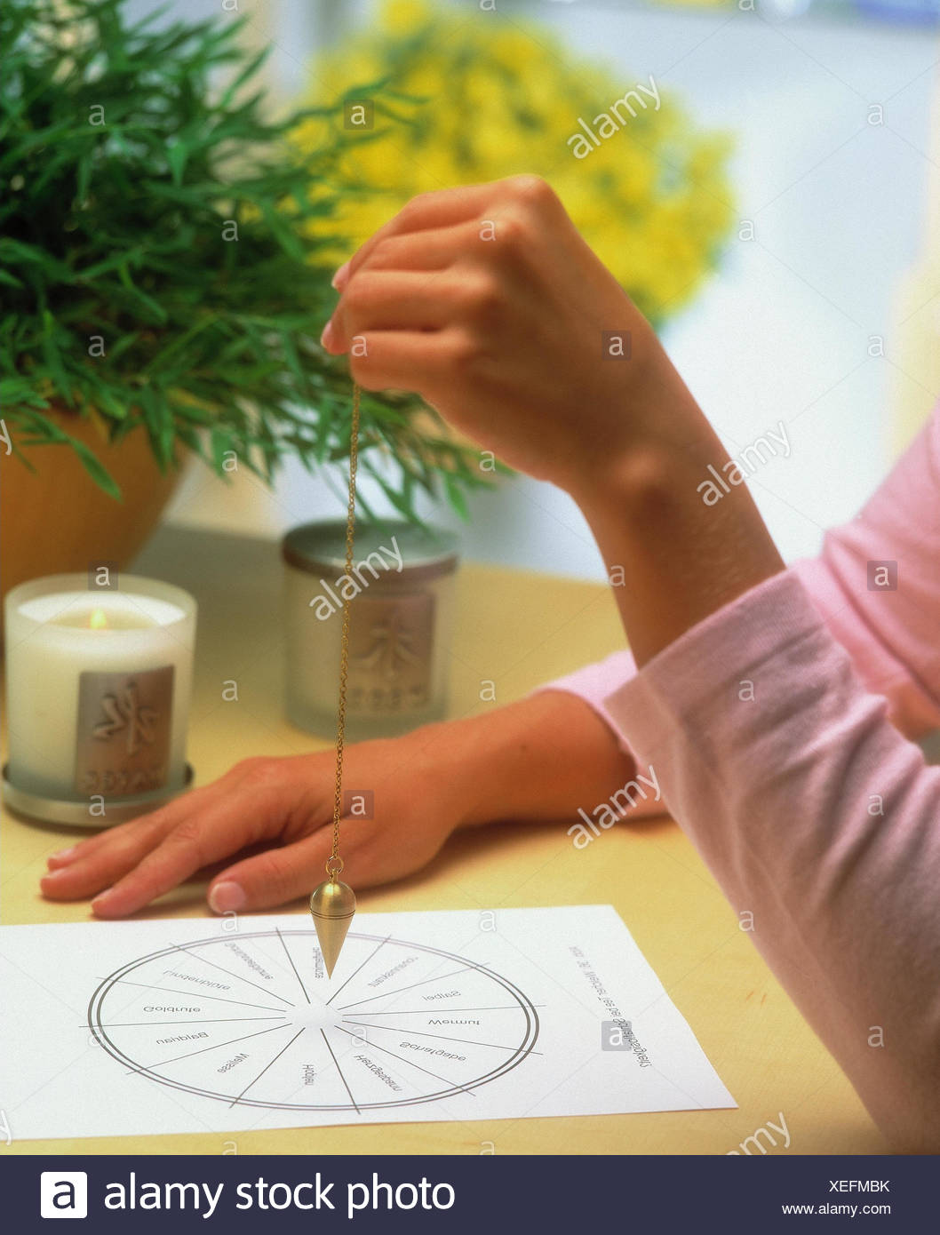 Esotericism, woman, oscillate, detail, occultism, spiritualism, occultism, auspendeln, parapsychology, pendulum deviation, pendulum, siderisches, oracle, standstill, hands, decision, decision help, questioning, occult method, guide, mania, mental dependen - Stock Image