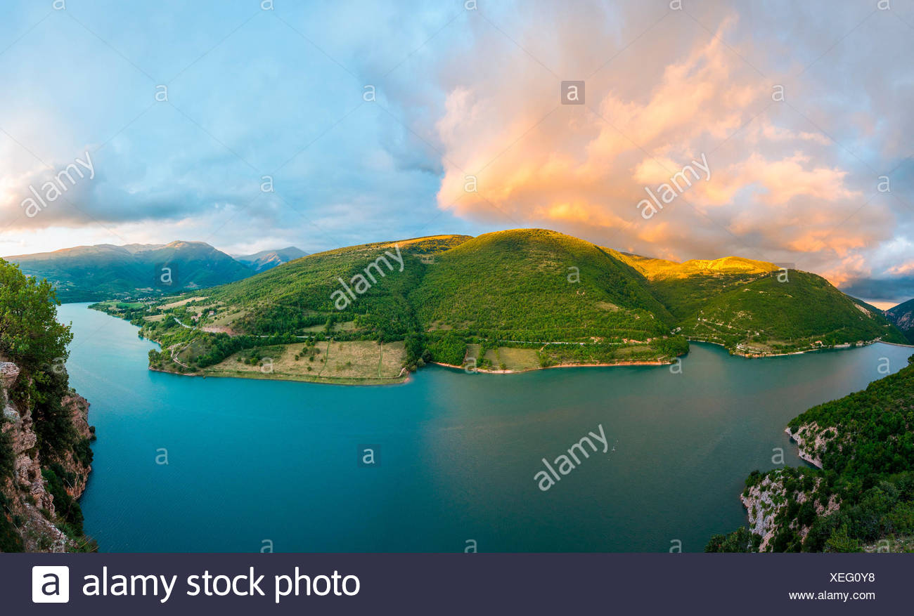 The Fiastra lake at sunset, Monti Sibillini NP, Marche, Italy - Stock Image