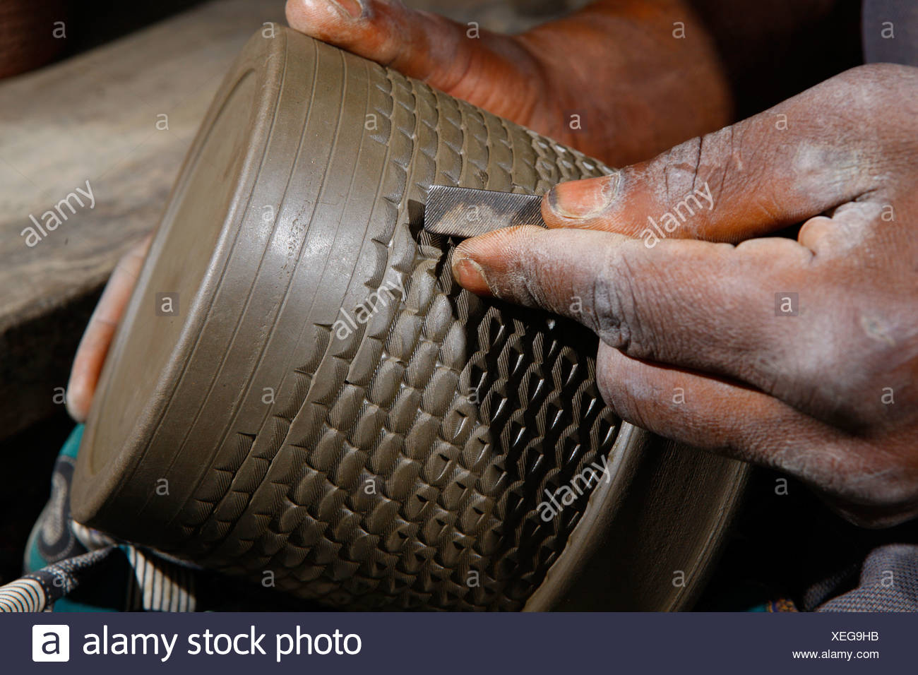 Decoration of a clay pot with ornaments, manufacture of pottery, Bamessing, Cameroon, Africa - Stock Image