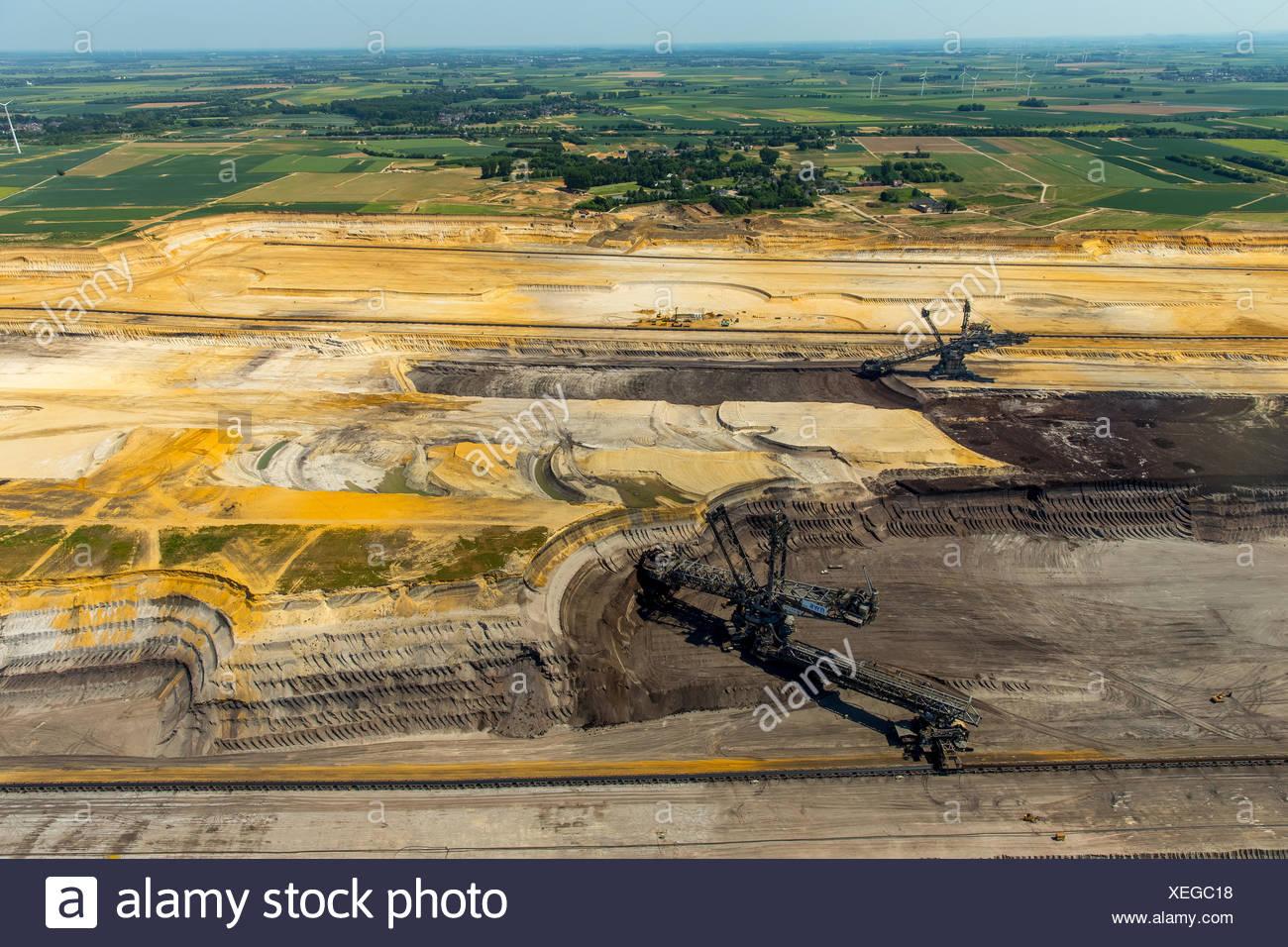 Bucket-wheel excavators, Garzweiler lignite mining, near Jüchen, Erkelenz, North Rhine-Westphalia, Germany - Stock Image