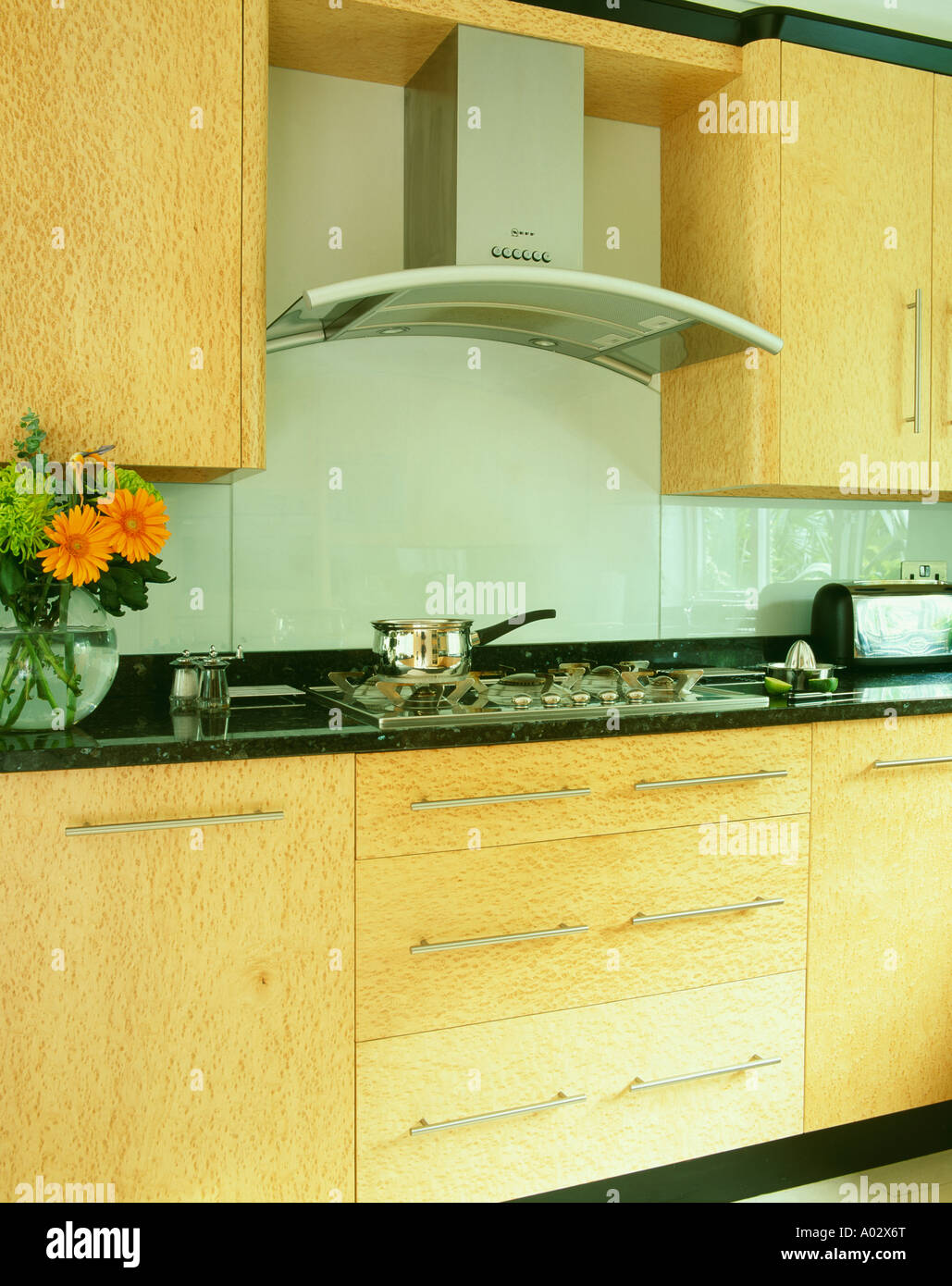Extractor fan for kitchen - Extractor Fan Above Hob In Modern Neutral Wood Kitchen