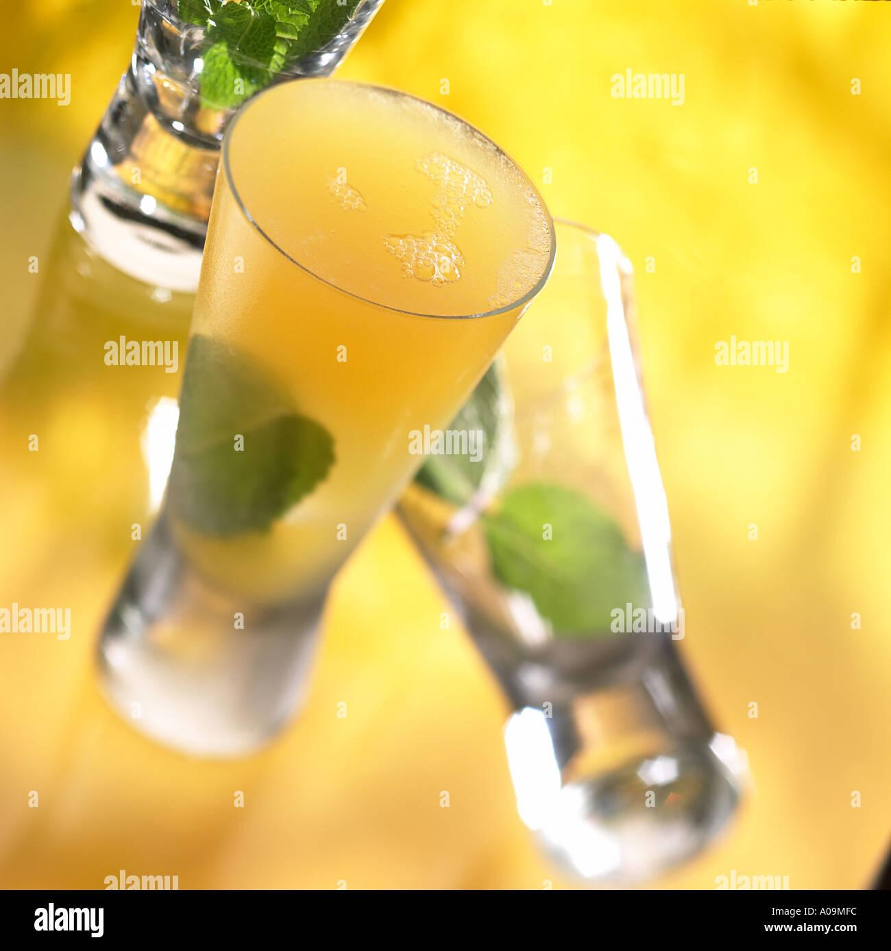 Cocktail deauville passion cognac apricot curacao passion for Piscine x eau cognac
