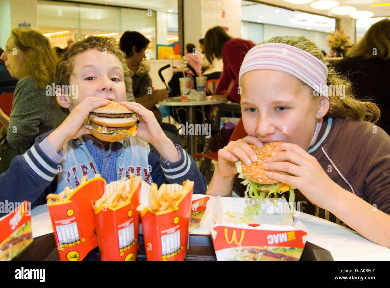 junk food and kids uk stock photos junk food and kids uk stock children eating mcdonald s big mac hamburgers england uk stock image