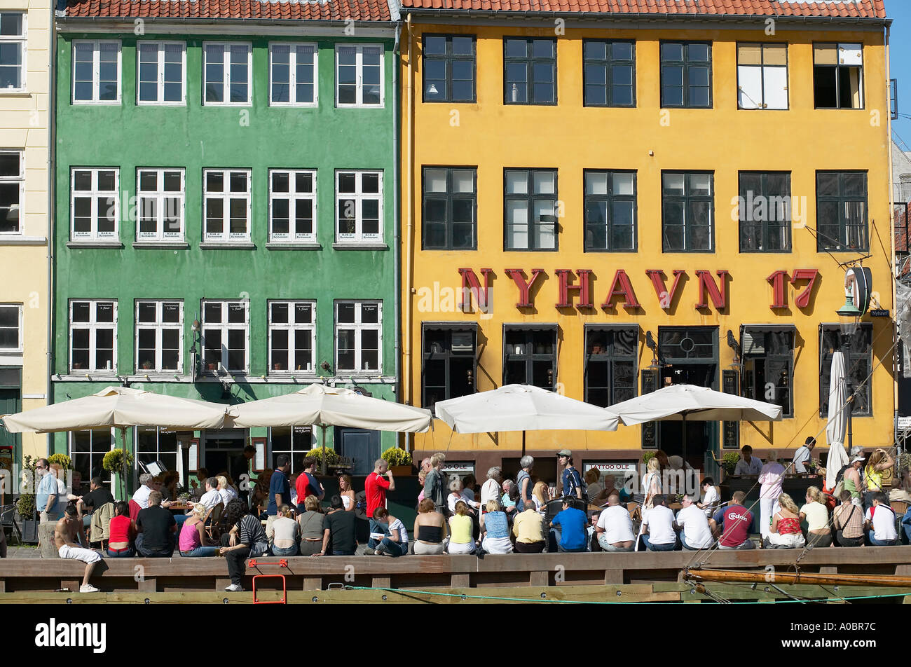 Nyhavn 17 quayside cafe terraces nyhavn copenhagen for Danish terrace