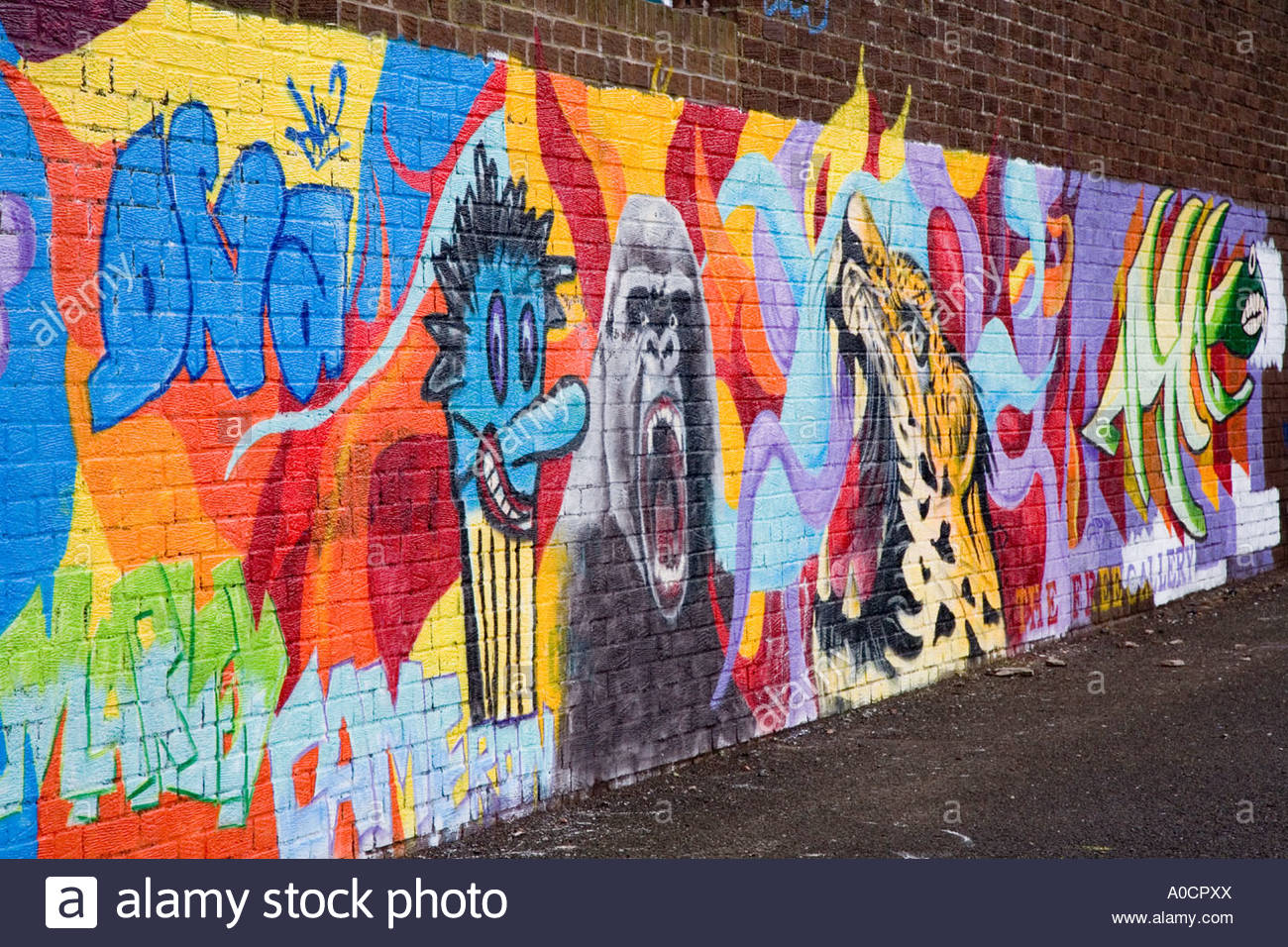 Graffiti wall painting - Stock Photo Wall Painting And Graffiti On School Playground In Dundee City Uk