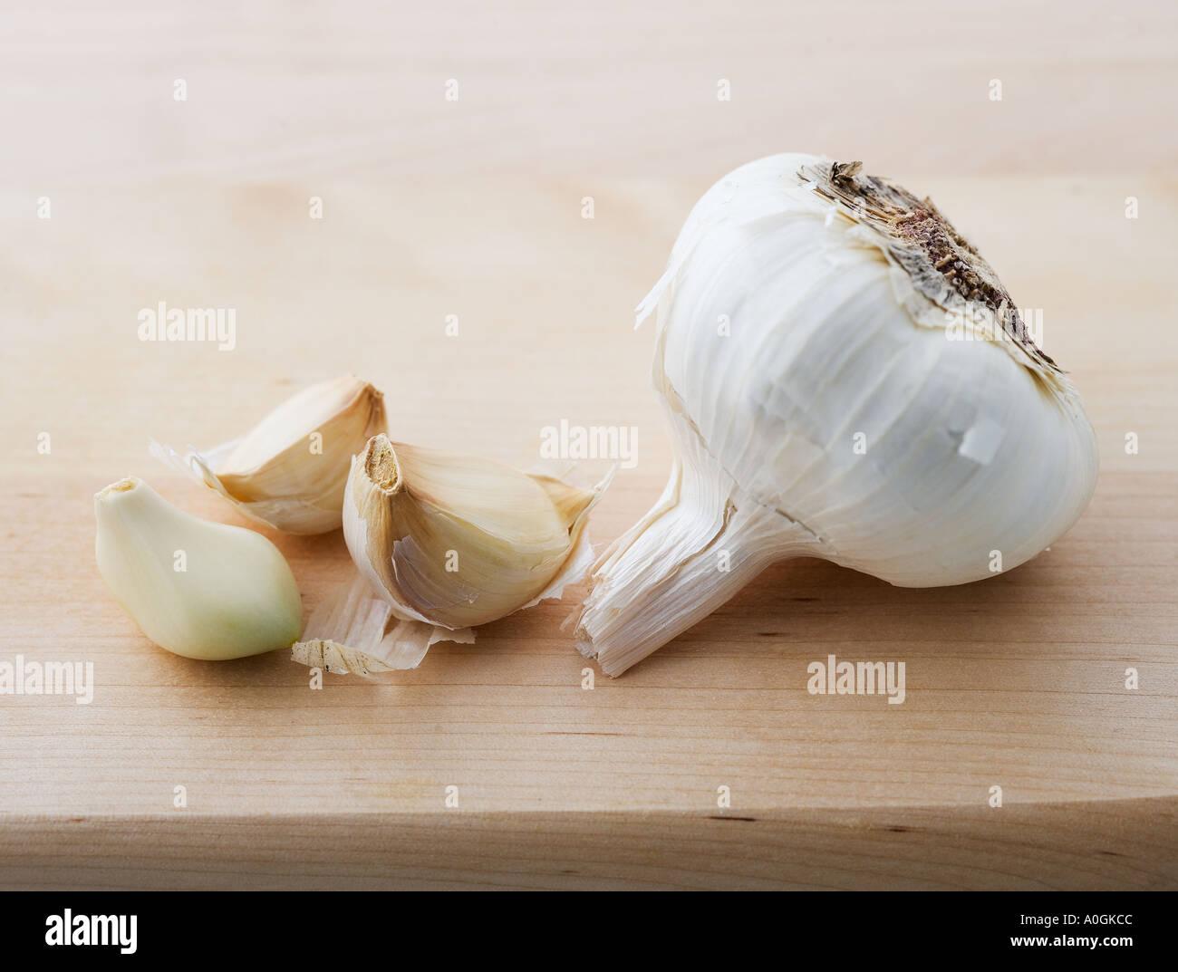 closeup-of-garlic-head-and-cloves-A0GKCC