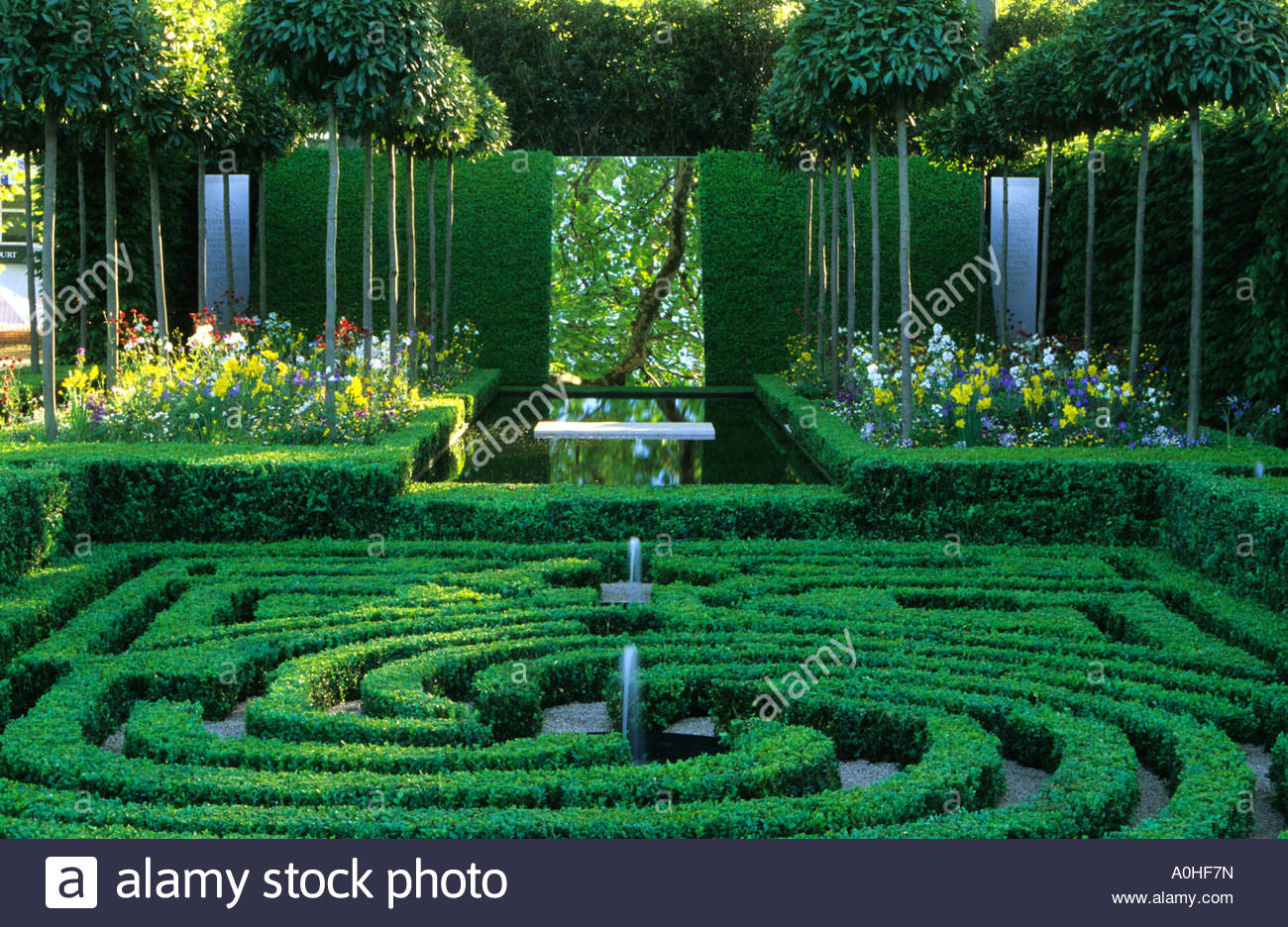 Boxwood labyrinth knot garden stock photo royalty free for Knot garden design ideas