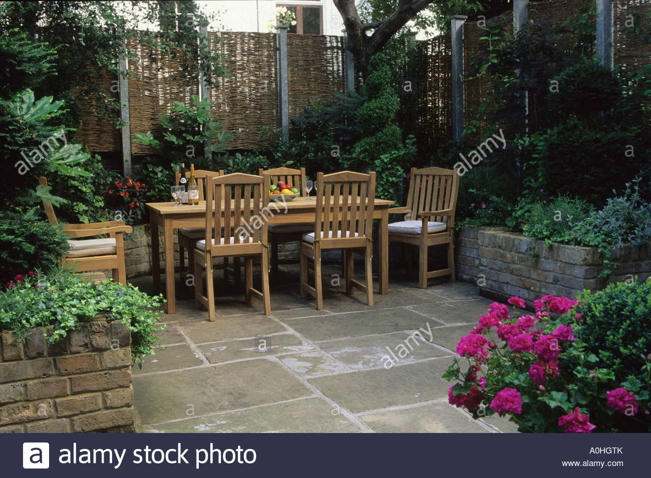 small patio garden London Design Steve Woodham Table york