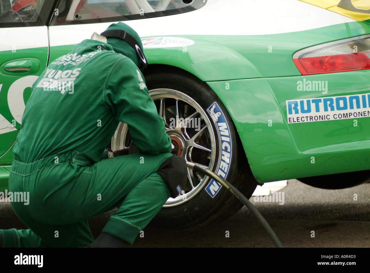 Racing car race tyre change stock photos & racing car race tyre ...