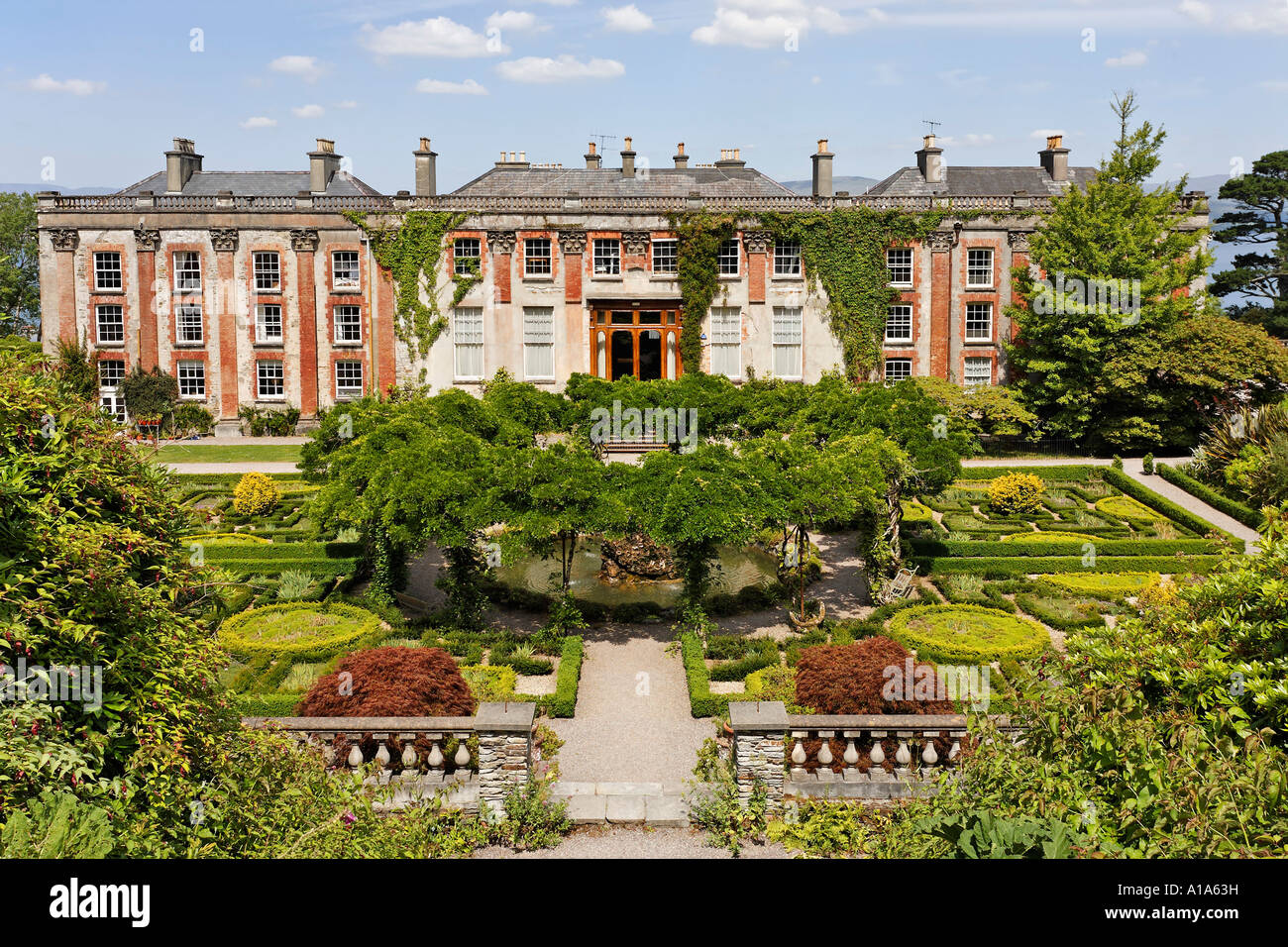 Palace and the gardens of bantry house cork ireland for Bantry house
