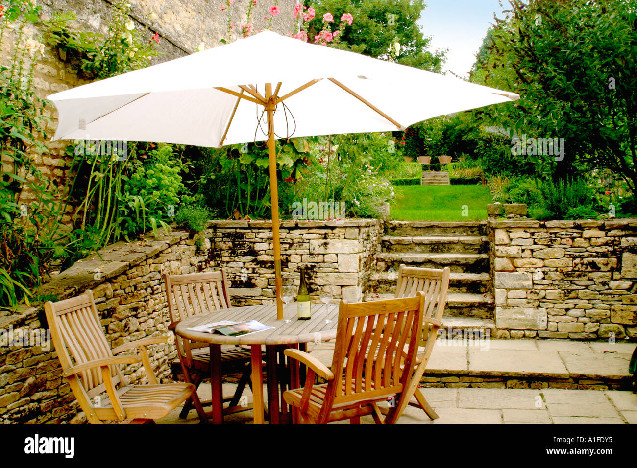 Patio Terrace Garden Table Chairs And Parasol Sun Shade