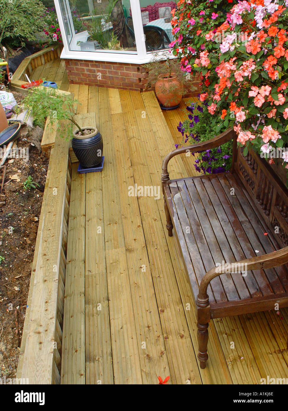 Patio Retaining Wall Construction Details : Patio timber decking construction detail with log