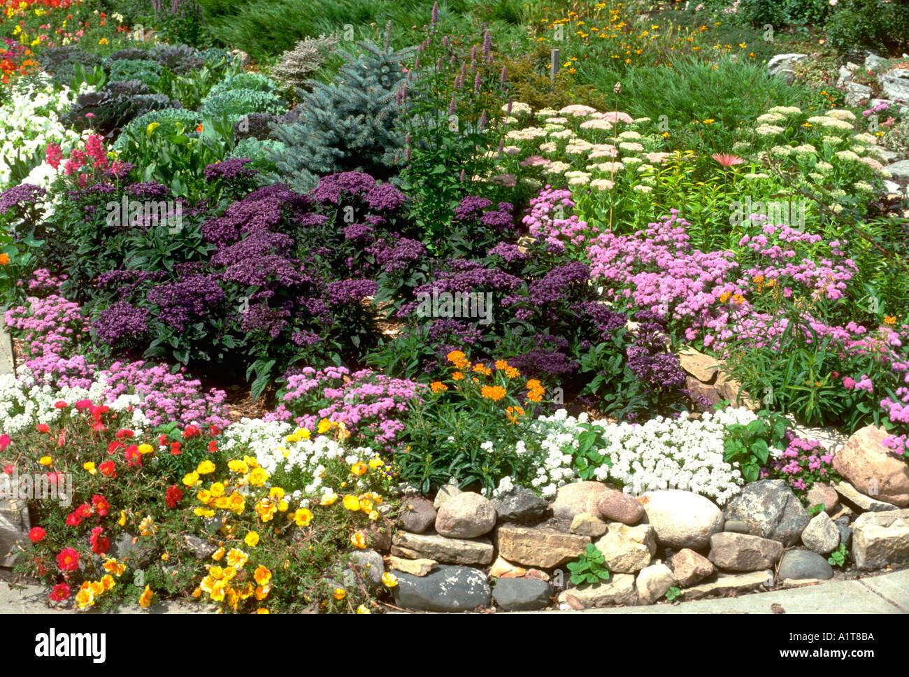 Attirant Beautiful Annual And Perennial Flower Garden Lined With A Rock Border.  Edina Minnesota MN USA
