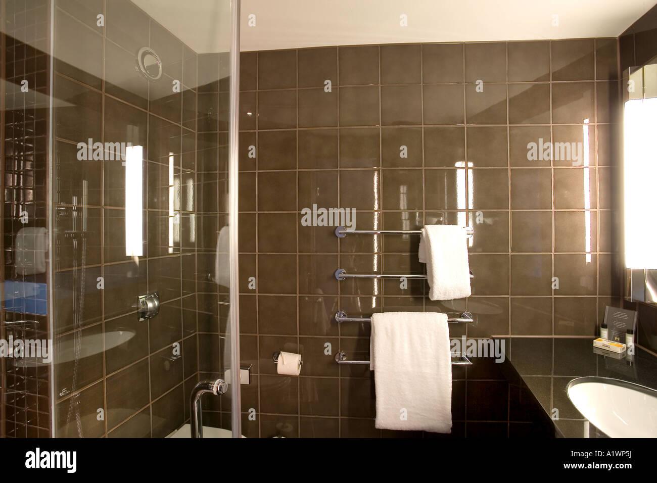 the hoxton hotel urban lodge london 2006 bathroom