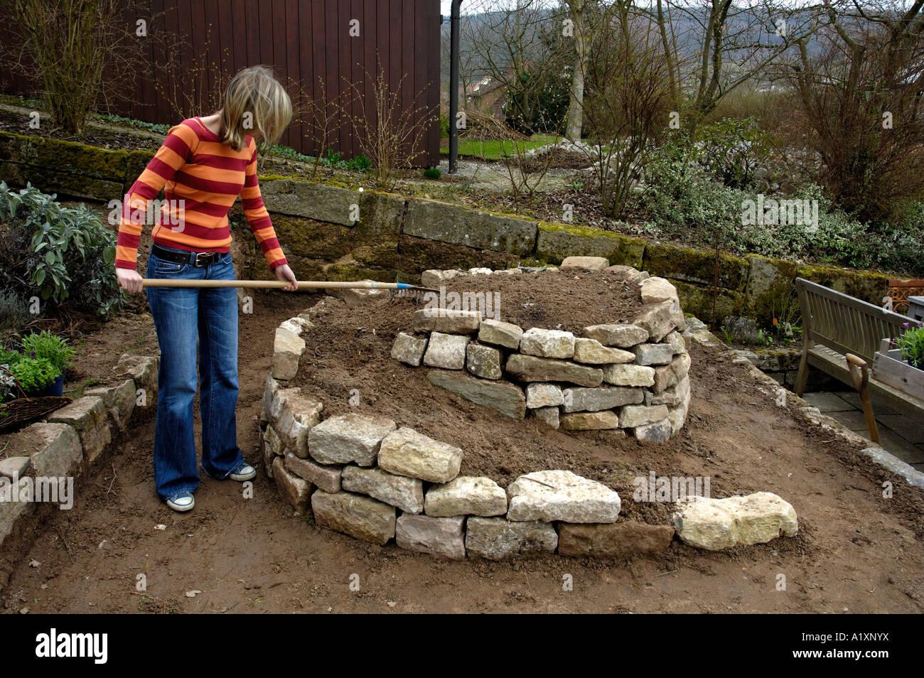 construction of herbs spiral in garden bau einer. Black Bedroom Furniture Sets. Home Design Ideas