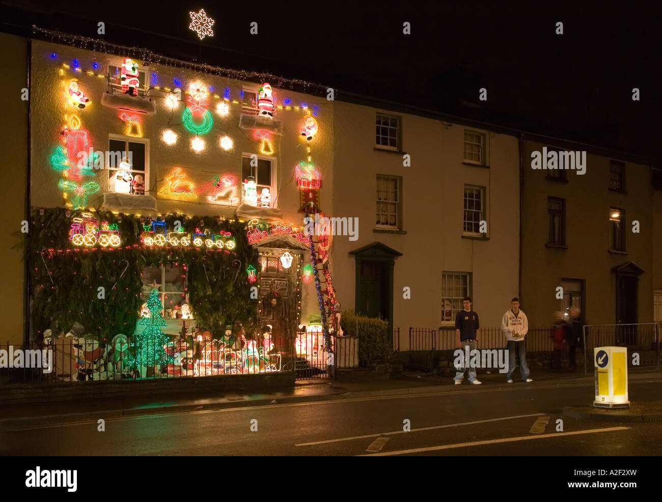 Christmas house outside - People On Pavement Outside Christmas Decorations On House Used To Collect For Charity Abergavenny Wales Uk