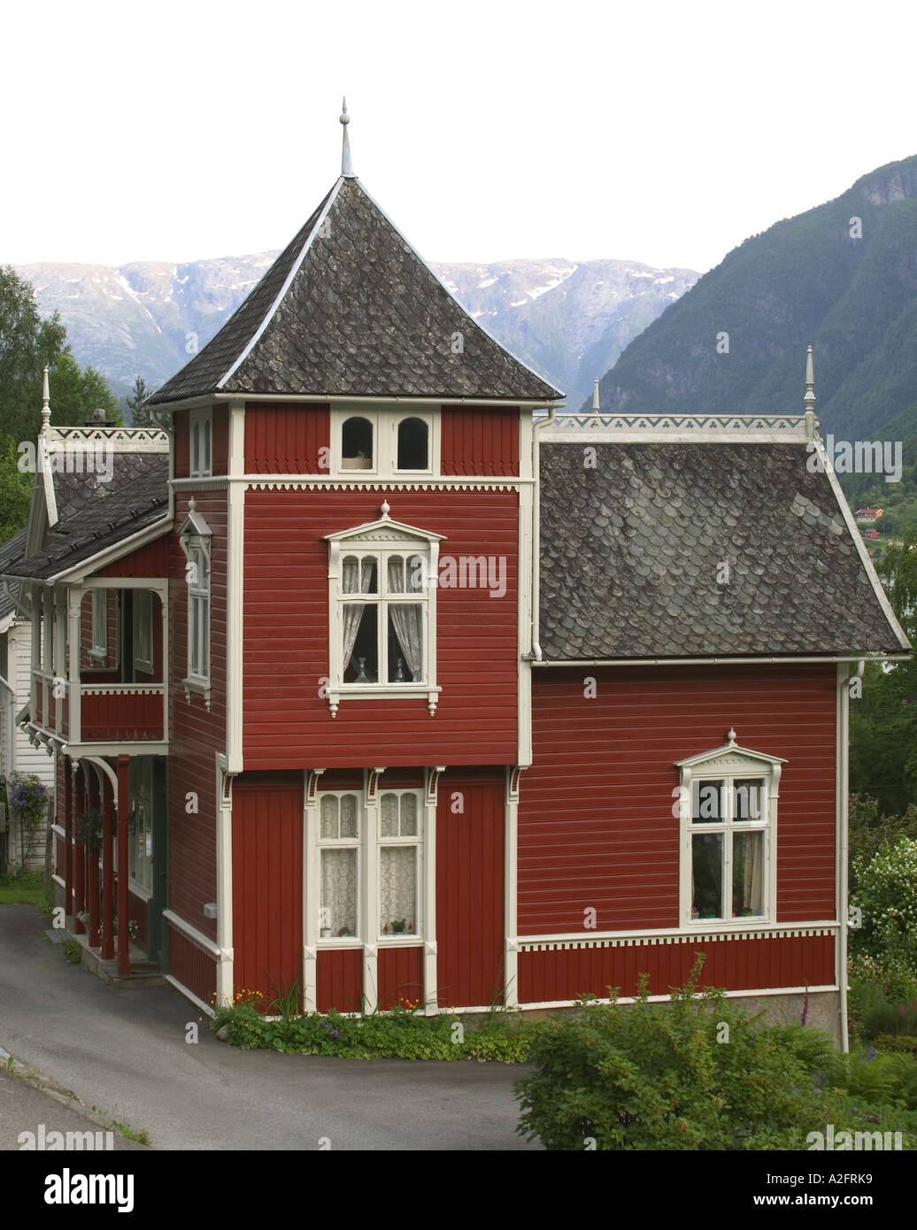 Classic 1800 39 s norwegian home in ulvik on the shores of for Classic hard house
