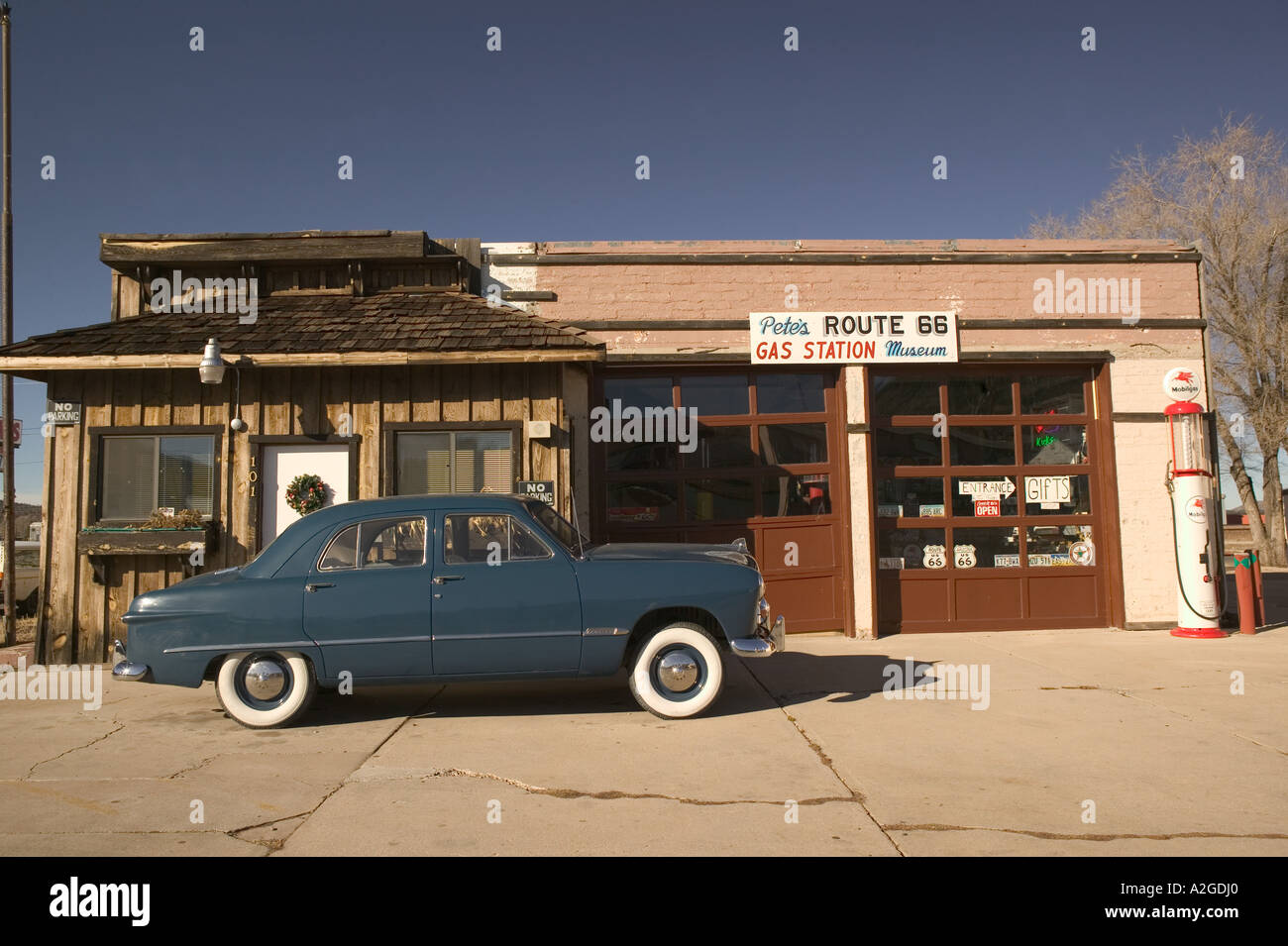 Usa arizona williams old garage 1950 ford stock for Garage route 66 metz