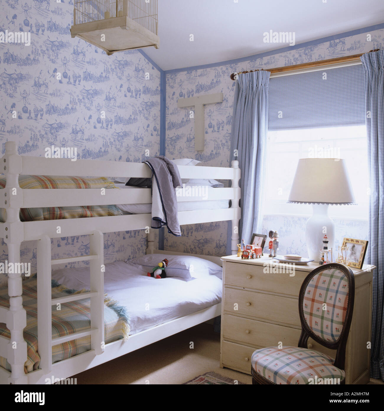 Bunkbed And Toile De Jouy Wallpaper In Bedroom Of English Country House    Stock Photo