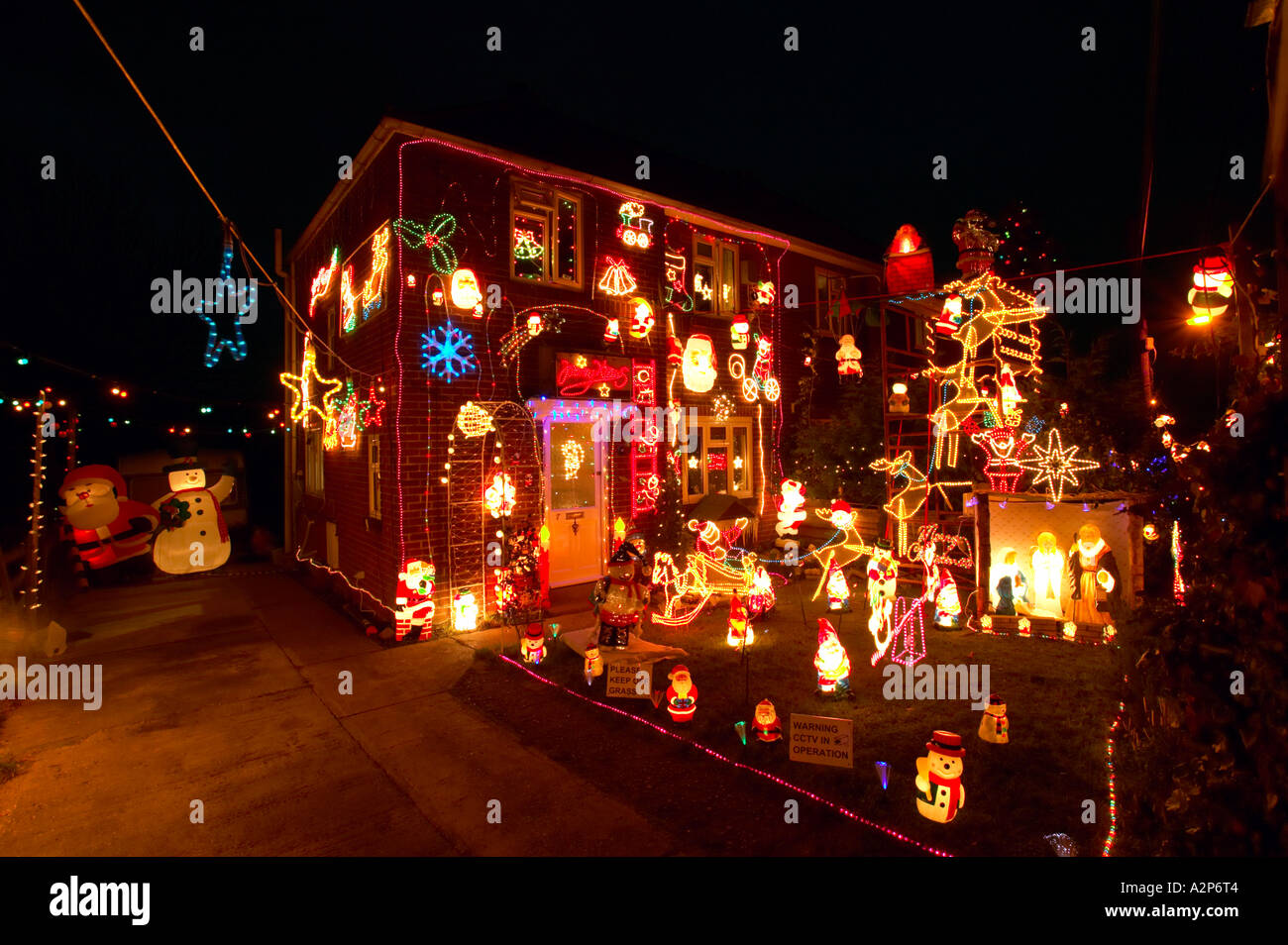 Christmas Decorations From Uk : England christmas decorations on outside of house and