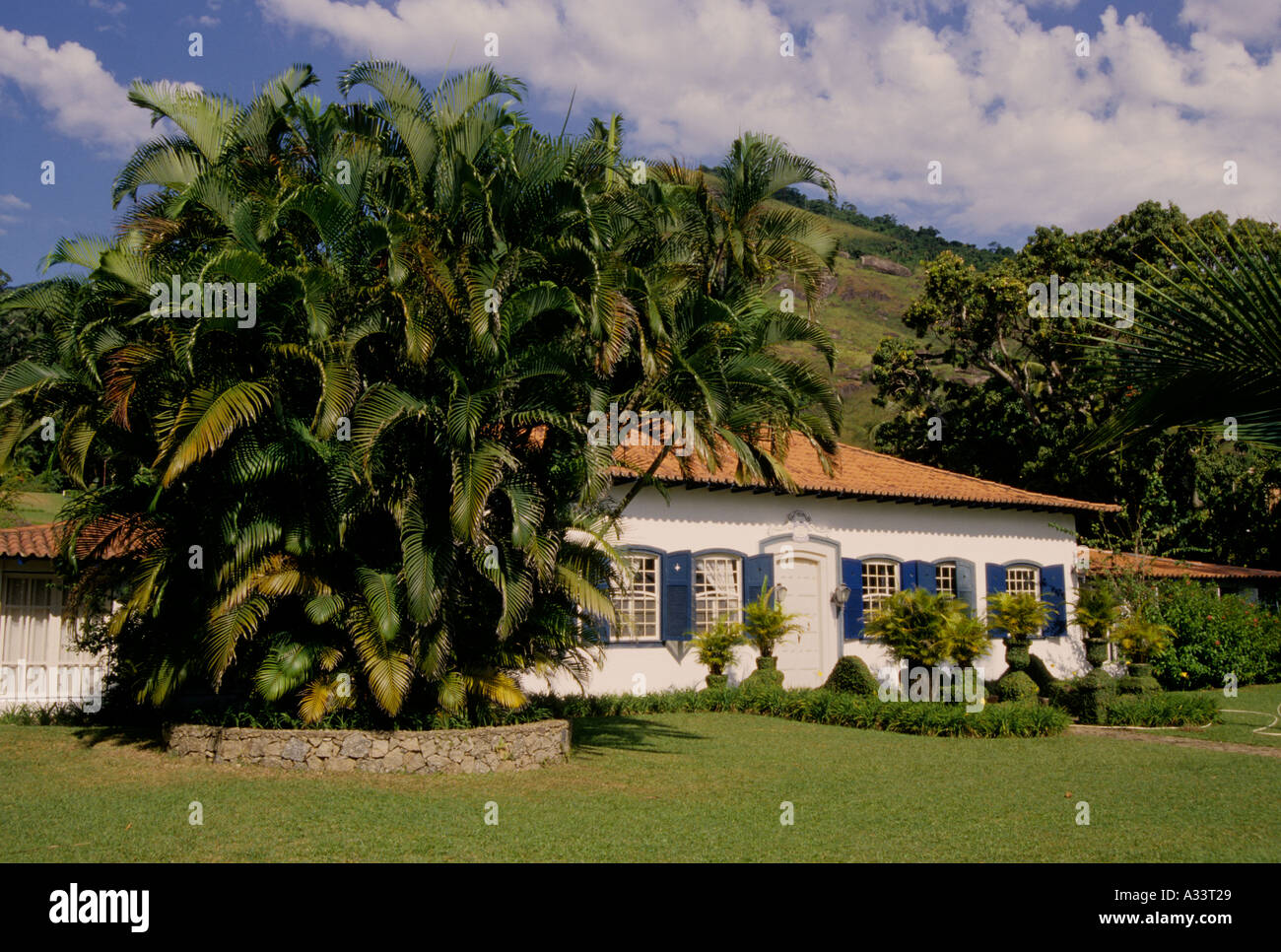 Stock photo country house with tropical garden in ilha bela brazil