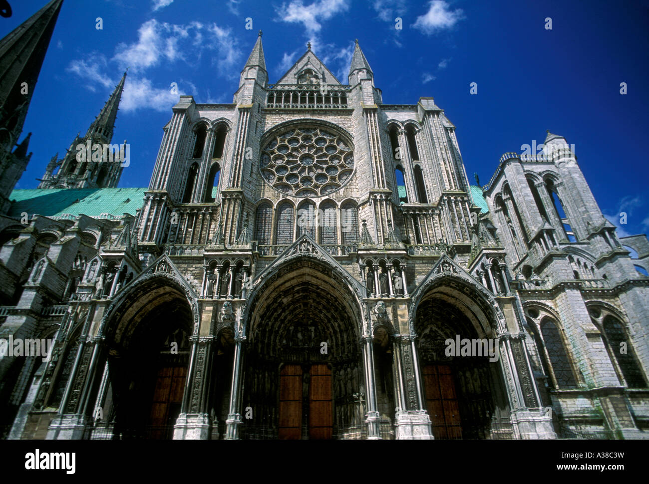 the colosseum vs chartres cathedral David turecamo, sunday morning's man in paris, explores the history of france's famed notre dame cathedral and explains how it.