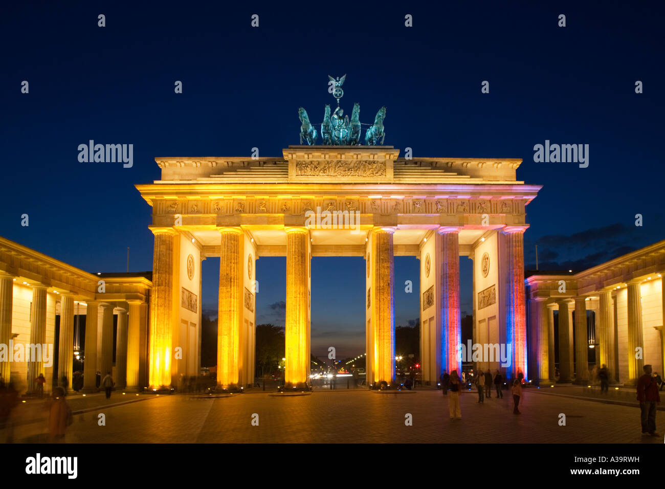 Berlin brandenburg gate paris square quadriga for Designhotel brandenburg