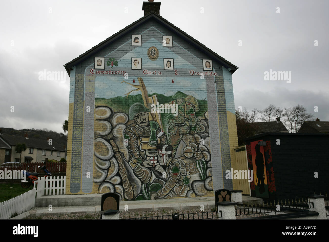 Uvf loyalist wall mural and garden of rememberance tigers for Murals belfast