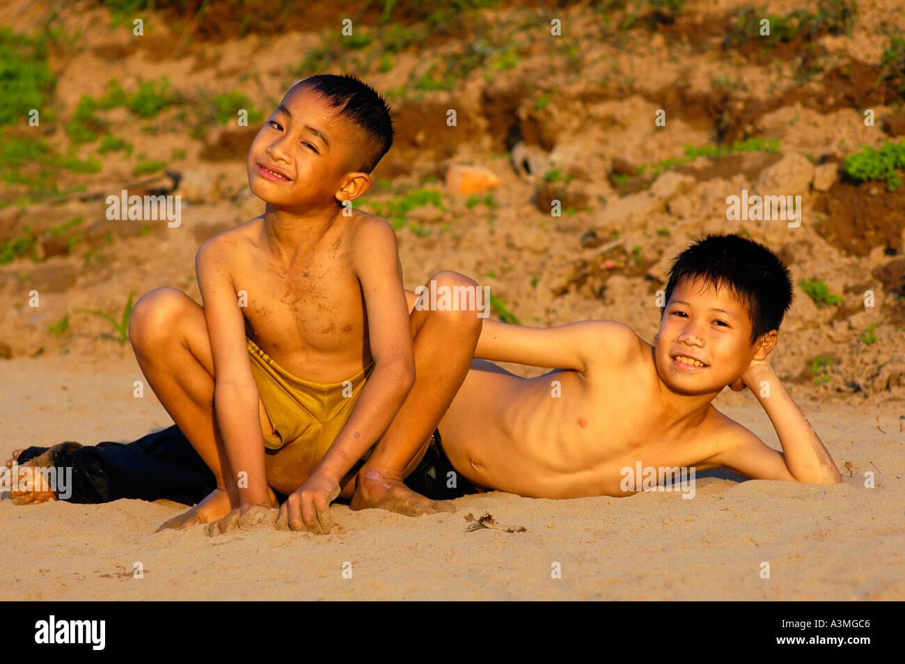 Teen boys bare feet tube gay xxx phillip 8