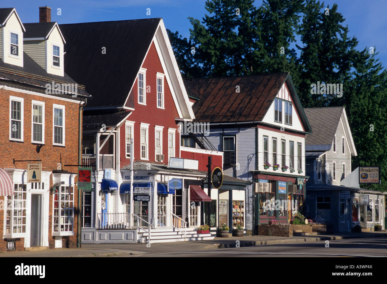 North Conway shopping is some of the best in New England. Tax-free shopping and over 70 national name brand outlets, retail stores and restaurants make the area a shopper's truexfilepv.cfon: White Mountain Highway, North Conway, , NH.