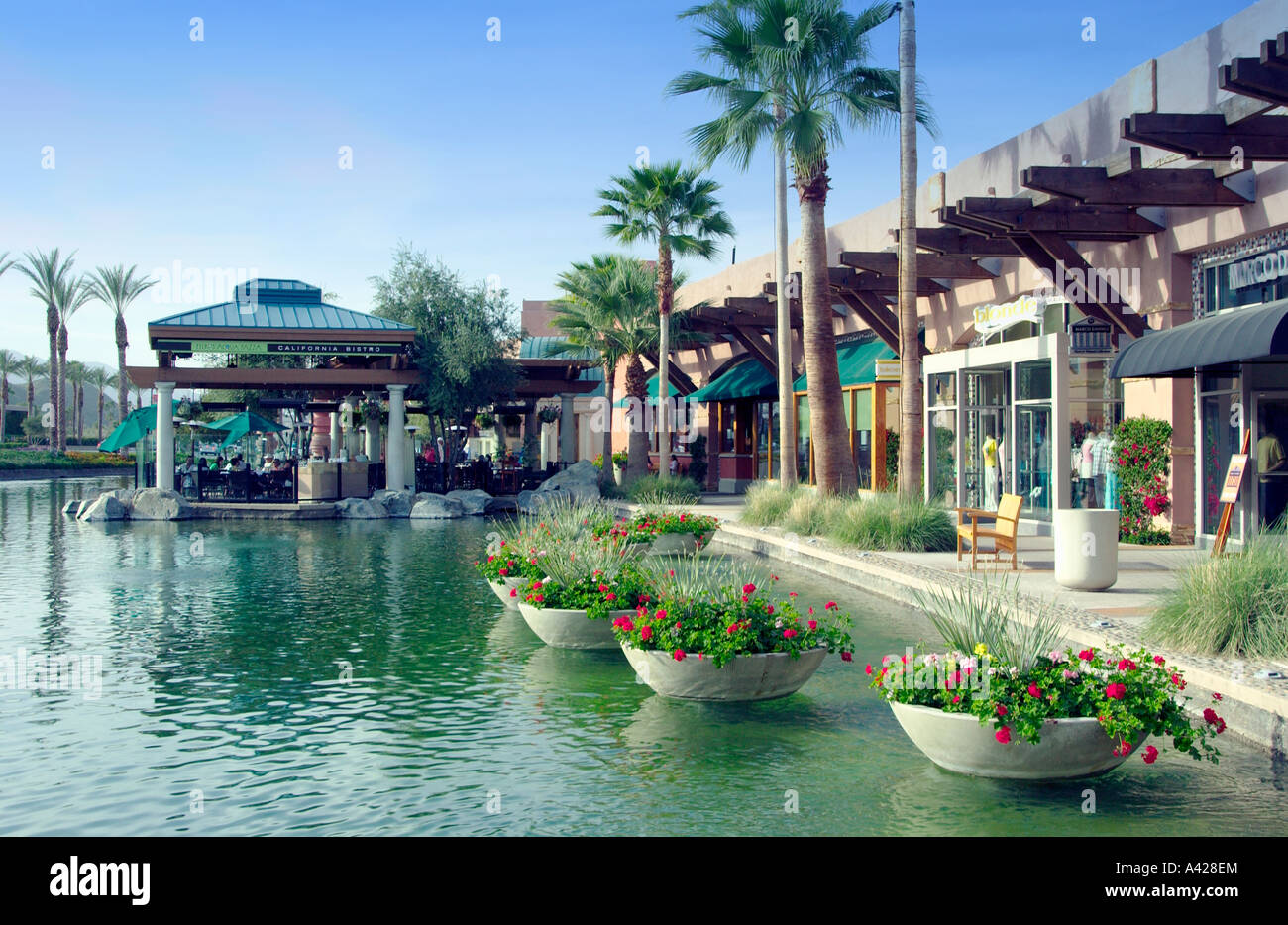 Shops and stores at the river mall in palm springs for Shopping in palm springs ca