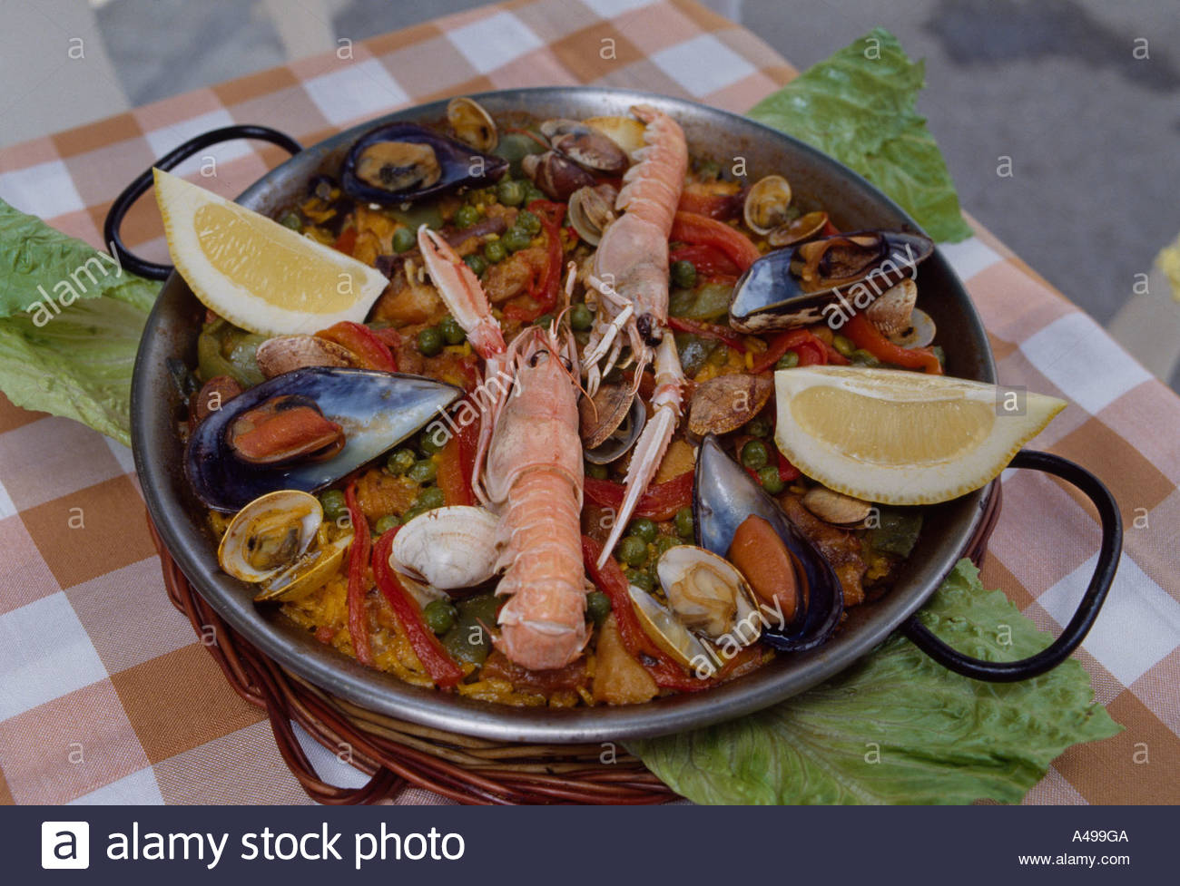 One pot dishes shrimp lemon shellfish blue mussel the for Andalucia cuisine