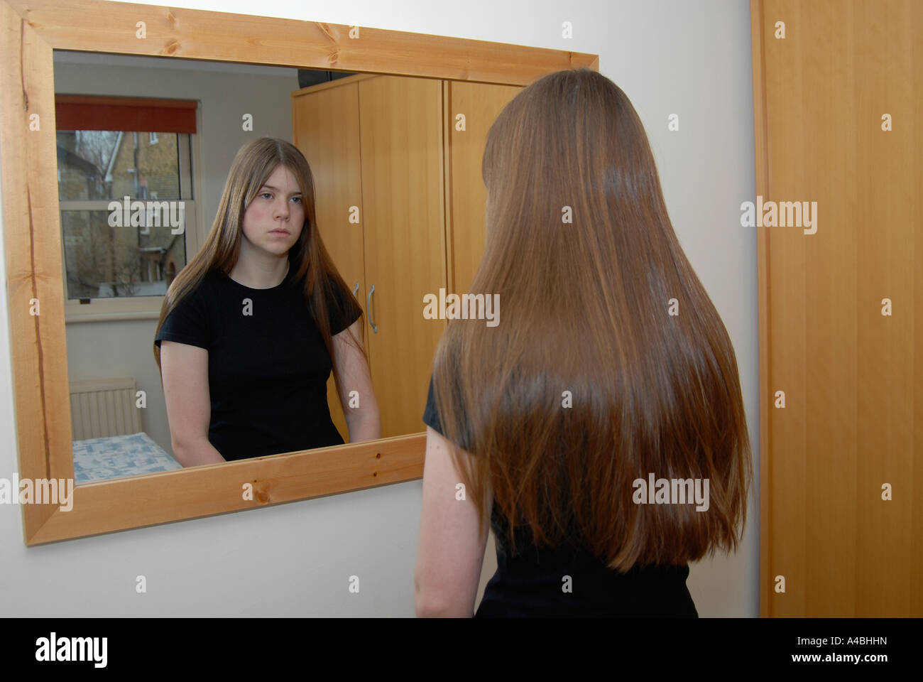 reflection on the girl with the Teen texting: difference in girls, boys text talk, reflection on gender identity date: october 2, 2014  parental interaction and girl/boy communications.