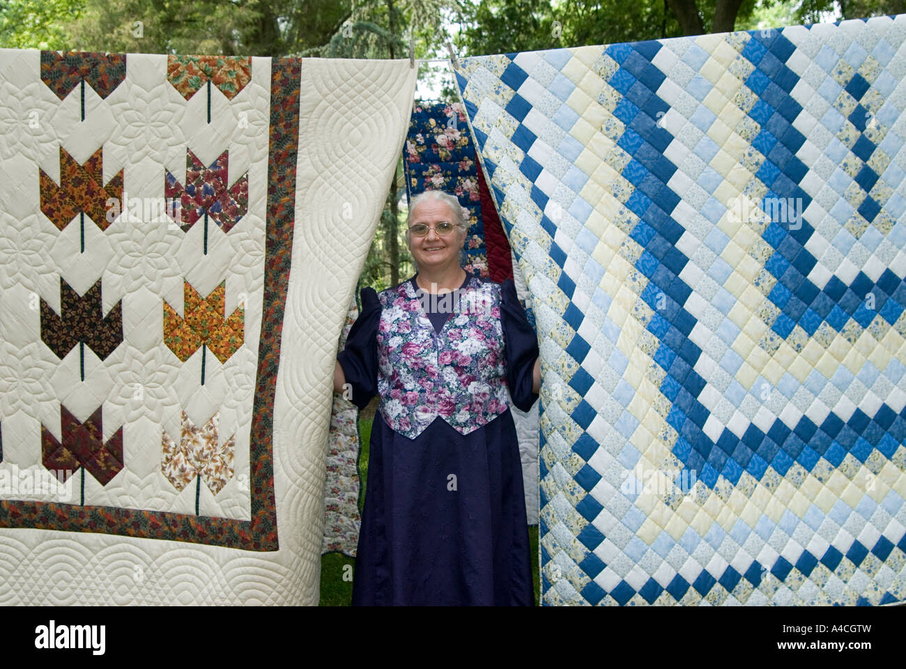 A Mennonite quilt shop owner with quilts for sale in Lancaster ... : quilt shops for sale - Adamdwight.com