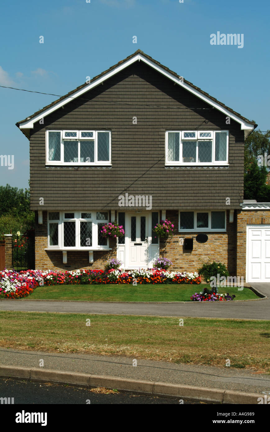 Front Elevation Detached House : Detached house with garage and front open plan garden