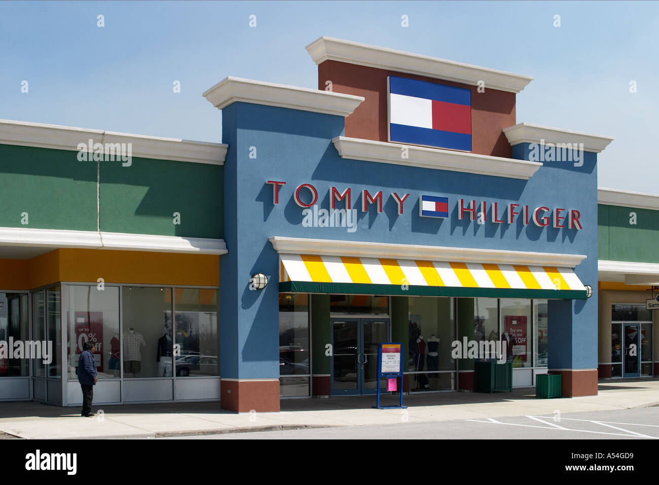 Tommy Hilfiger online. Our Tommy Hilfiger online page offers you useful information about this brand, which thus far you perhaps weren't able to find. You will learn about the Tommy Hilfiger stores, their opening hours and you will even find here maps to the nearest stores.